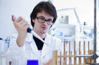 12 Leading Companies in Clinical Laboratory Services